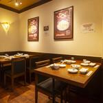 萬龍 - 4名テーブル席