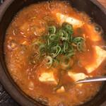 韓丼 - グツグツ煮えくりかえる 牛すじスンドゥブ2辛増
