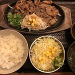 韓丼 - 牛カルビ定食 890円