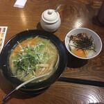 麺屋 花蔵 - 鶏ごぼうラーメン味噌味とまかないご飯
