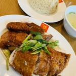 146948535 - ローストチキンライス/香り米・スープ付
