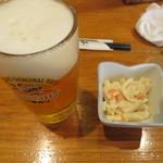 14695088 - ビール(550円)と無料のお通し(マカロニサラダ)