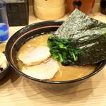 家系 麺場寺井 - 料理写真:ラーメン(並) 650円