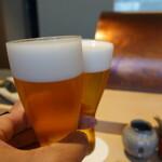 146959390 - 生ビールで乾杯。薄張りグラスなので要注意:笑