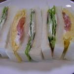 レストラン仏区里屋 - 卵と野菜のサンドイッチ