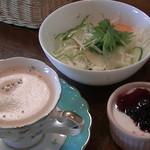 レストラン仏区里屋 - コーヒー・サラダ・ヨーグルト