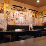 赤札屋 弁慶 - 簡素な店内