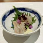 日本料理若林 - お造り 宮城県のヒラメ醤油漬け 浅く漬けにすることで、ねっとりとした食感が美味しさを引き立てています。