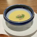 日本料理若林 - 白菜のスープ すり流しの様に舌にザラリとした食感、喉を通る心地良さ、野菜の旨味が閉じ込められ絶品♪ クリームシチューの様ですが、乳製品は一切使わず玉葱や人参をじっくり炒めた甘さが、全て凝縮しています。
