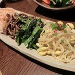 焼肉居酒家 韓の台所 - ナムル盛り