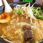 らーめん光 - 鶏白湯スープなチャーシュー・味玉・もやし・かいわれのラインナップ。