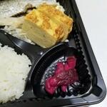 とれたて北海道 - 卵焼きと漬物