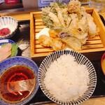 魚河岸酒場 FUKU浜金 - 春菊と舞茸のセレクトも良い。口当たり良し