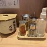 玉 赤備 - 胡椒・七味・お酢・にんにく・薬味葱