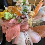 魚心亭 - 極上おまかせ丼