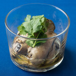 ル・キャトルズ - 牡蠣のオイル漬け コリアンダー風味