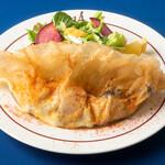 ル・キャトルズ - スモークチキンとキノコのチュニジアンブリック サラダ仕立て