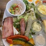キッチンハート - 左半分は豊富な野菜✨