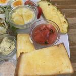 キッチンハート - 右半分はパンや果物など✨