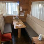 キッチンハート - 奥にあるソファー席