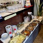中国飯店真味 - サラダ、前菜がバイキング形式 ドリンクも烏龍茶、アイスコーヒー飲み放題