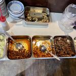 中国飯店真味 - 味玉、サラダ、キムチ、イカの唐揚げ、豆腐にドリンク