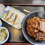 中国飯店真味 - 豚バラチャーハン+餃子3個