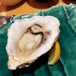とれたて北海道 - 仙鳳趾産蒸し牡蠣 220円