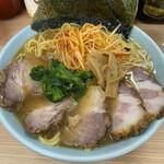 ラーメン 三和 - 料理写真:ネギチャーシューメン・中。1200円。