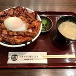 147025718 - 肉盛りとろ〜り温泉たまご豚丼