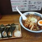 ラーメン村 - 料理写真:醤油ラーメン 800円(税込)、村のおにぎり 300円(税込)