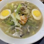 紅蘭亭 - 虎皮蛋も海老も野菜もスープも春雨も混然一体で大変な美味 これは帰るまでにもう一度食べたいものです