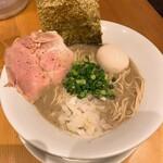 麺屋 まほろ芭 - 濃厚煮干しそば、味玉入(税込900円)