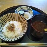 神楽坂 前田 - お食事 ちりめん山椒 赤だし 香の物