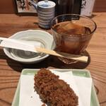 神保町魚金 弐 - ウーロン茶462円、お通し473円。ランチがいただけるお値段です。。。帆立クリームコロッケは、油と衣が良くないようで。。