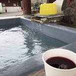 霧島市観光案内所 - ドリンク写真:ブルーベリージュースと足湯