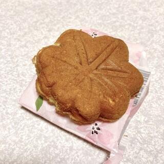 やまだ屋 - 料理写真:もみじ饅頭 桜もち味