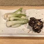 哲 - 島らっきょう(鶏味噌添え)