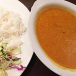 ゴングル - 「本日の豆カレー」とはいえ、だいたいいつもムングダール。とライス。今日はサラサラ超薄味。 セットで900円くらい