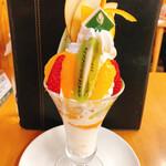 観音山フルーツパーラー - 和歌山県産旬フルーツの農園パフェ ¥1380税別
