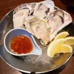 ビストロ椿 - 生牡蠣 1584円