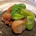 祇園楽味 - 先付け  飯蛸の炊いたもの と そら豆 と 蕗