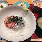 居酒屋 たぬき - [ランチ]ネギトロとシラスの二色丼