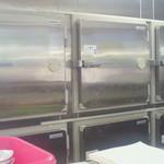 正嗣 - 巨大な冷凍庫 一杯ならんでます