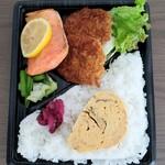 よね蔵 - 鮭とタレカツ弁当 600円
