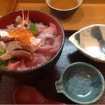 14710283 - 極海鮮丼