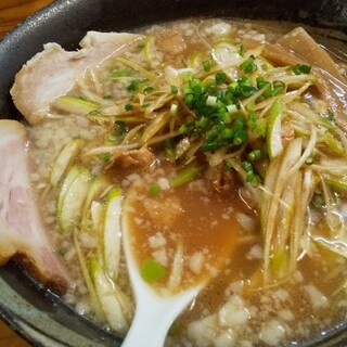登龍門 - 料理写真:背油を点々とふんだんに散らしスープ面を覆う!そしてネギ!