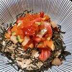 147124410 - 海鮮丼 880円