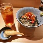 147124420 - 海鮮丼 880円