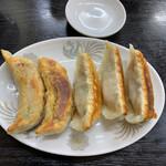 大楽亭 - 大楽焼餃子 450円